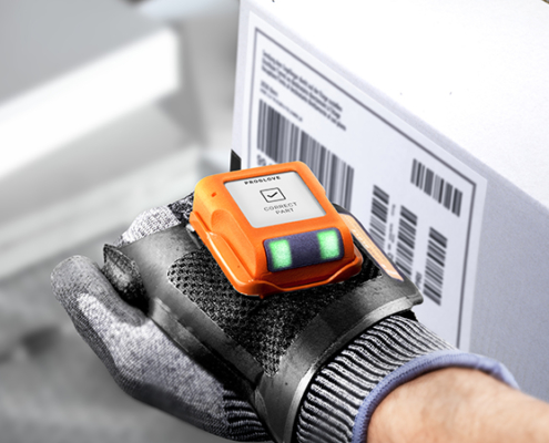 See close up the wearable computer with e-ink display